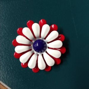 Jewelry - Vintage Flower Pin
